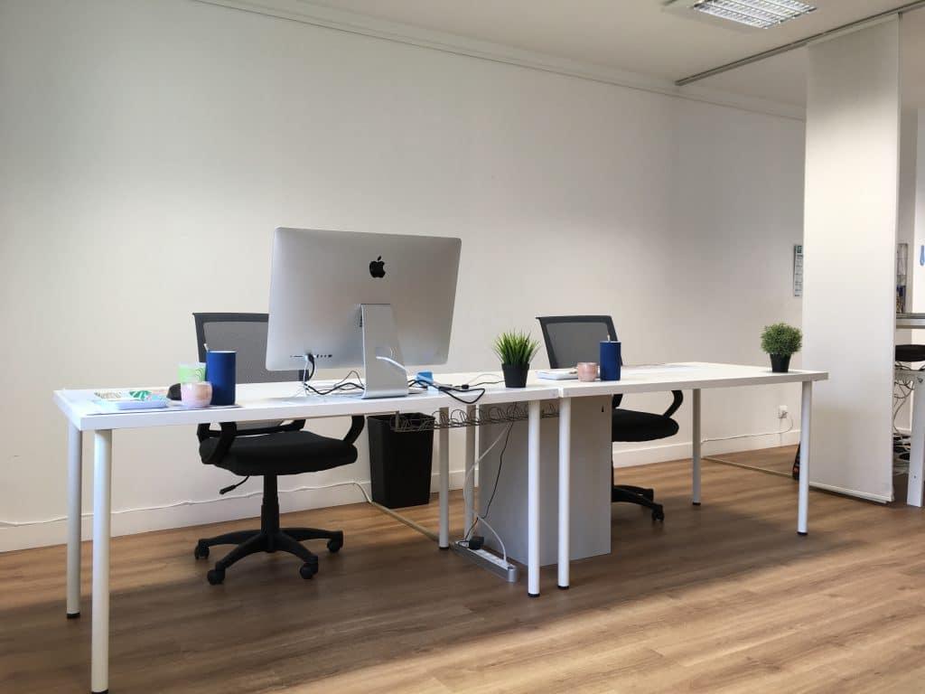 Deux bureaux de l'espace partagé du coworking Cholet